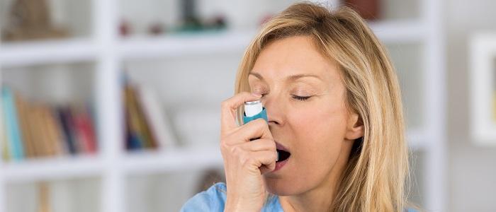 Meer gezondheidsrisico's bij astma op latere leeftijd