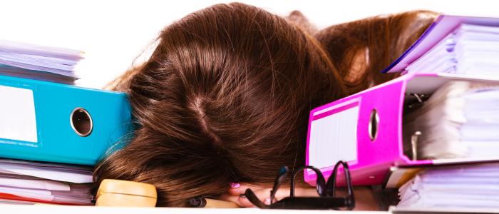 Piekeren spil in de vicieuze cirkel slecht slapen en stress