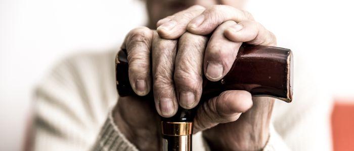 Minder efficiënte hersenactiviteit bij Parkinson maakt twee dingen tegelijk doen moeilijker