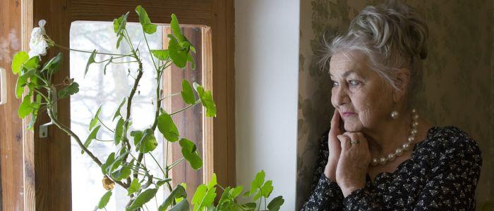 Ouderen die naar buiten gaan, leven langer