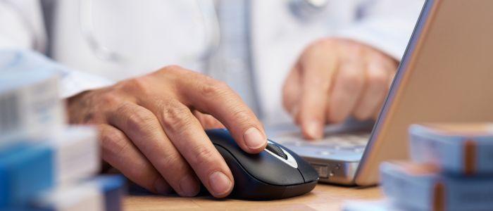 Medicatie voorschrijven met behulp van computersysteem