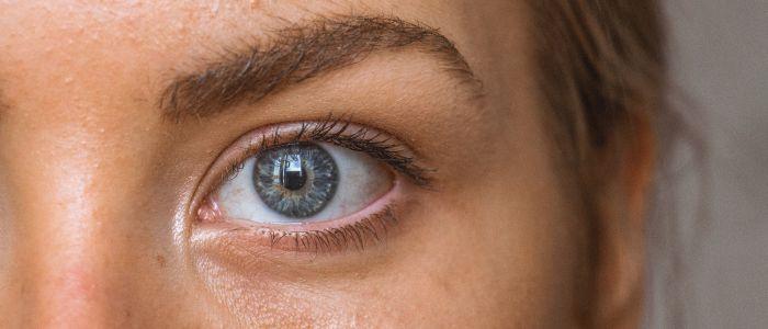 Pupilgrootte gesprekspartner speelt rol bij vertrouwen