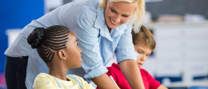Meisjes in basisonderwijs presteren beter dan jongens